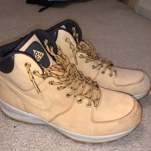 Nike boots, great condition, worn once.